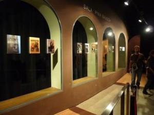 """Ausstellung vor dem Saal """"Pina Bausch"""", Mercat de les Flors, Barcelona. 2012"""